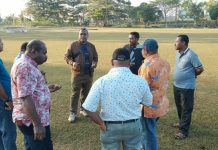 Caption : Ketua dan anggota Komisi V DPR Papua, saat meninjau lapangan Hockey, Jum'at (20/9/2019) sore.