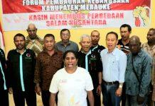 Seluruh etnis yang tergabung dalam Forum Pembaruan Kebangsaan Kabupaten Merauke berfoto bersama usai pertemuan di Kantor Kesbangpol Merauke, Kamis (17/10/19).