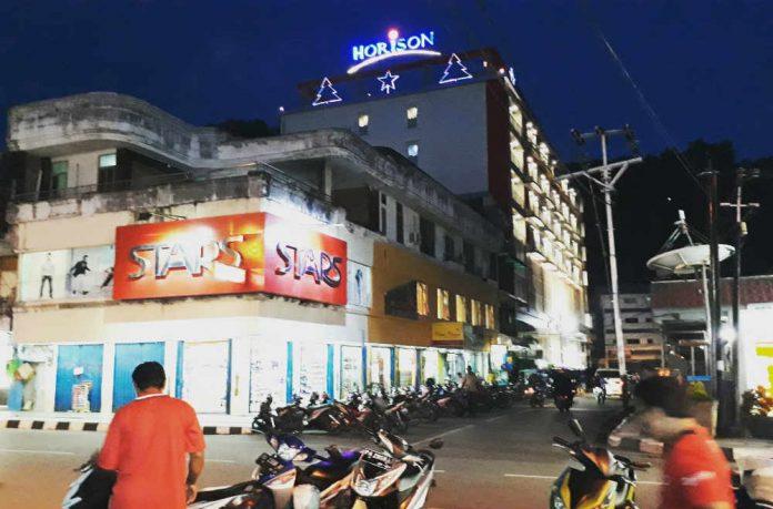 Caption : Suasana sejumlah toko dan perhotelan di Kota Sentani Kabupaten Jayapura