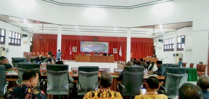 Caption : Suasana Sidang Paripurna IV masa sidang lll, tentang pembahasan Raperda non APBD tahun 2019, Kamis (10/10/2019). Foto Tinus Jigibalom/PapuaSatu.com