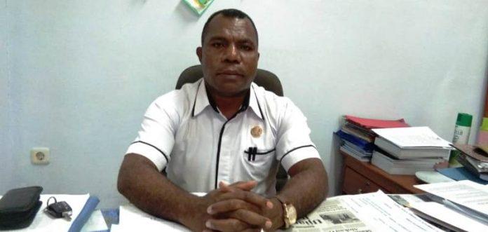 Caption: Kepala DPMK Kabupaten Jayapura, Elisa Yarubra