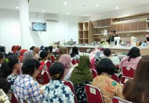 Caption : Suasana demo baking di lantai 3 toko Harum Sari, Sabtu (2/11/2019)