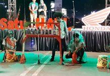 Penampilan music perkusi oleh para dosen dan mahasiswa Institut Seni Budaya Indonesia (ISBI) Tanah Papua saat pembukaan Numbay Creatif Festival di Taman Imbi Kota Jayapura, Kamis (14/11/19)