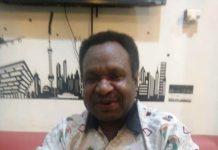 Caption: Kepala Kantor Kesbang Kabupaten Yalimo, Liberius Mabel, S.Sos. (daud)