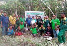 Caption : Foto bersama Satgas Cagar Alam dan Masyarakat sebelum aksi penanaman ribuan pohon mangga di kampung Yokiwa. Foto : Kominfo/PapuaSatu.com