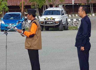 Caption : Wakil Bupati Jayapura Giri Wijayantoro ketika memimpin apel kesiap siagaan bencana, pada Jumat (17/1/2020), di Lapangan Upacara Kantor Bupati Jayapura, Gunung Merah, Sentani, Kabupaten Jayapura.
