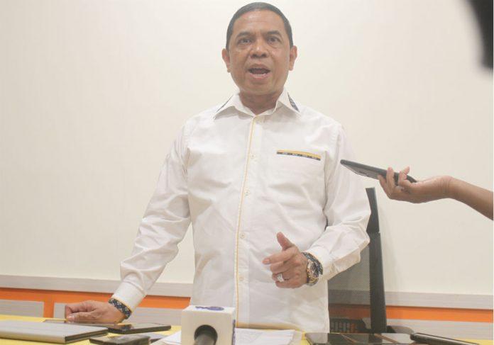 Caption : Bupati Keerom, Muhammad Markum, SH., MH.,MM, saat memberikan keterangan pers di Arso Grand Hotel, Kabupaten Keerom, Sabtu (15/02/2020)