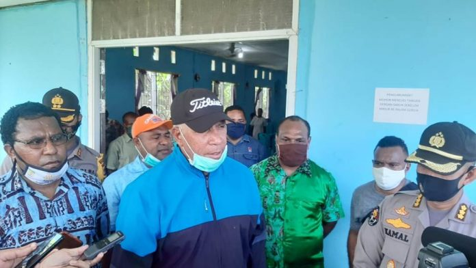 Kapolda Papua, Irjen Pol. Drs. Paulus waterpauw