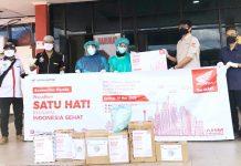 Penyerahan bantuan APD dari Astra Motor Papua bersama Komunitas Motor Honda kepada para petugas medis di Kota Jayapura, Selasa (19/5/20)