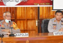 Kapolda Papua, Irjen Pol. Drs, Paulus waterpau saat memberi arahan kepada personil Polres Nabire
