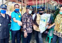 Penyerahan Hansprayer secara simbolis oleh Ketua DPRD Kabupaten Jayapura kepada ketua BPP Yapsi