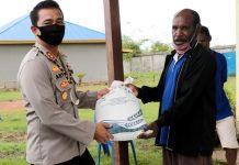 Pendistribusian bantuan dari Mabes Polri kepada warga terdampak Covid-19 Merauke, Rabu (27/5/2020)