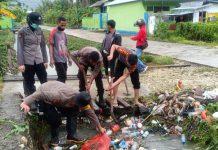 Sat Samapta Polres Kepulauan Yapen melaksanakan pembersihan selokan di wilayah kelurahan Tarau, Distrik Yapen Selatan, Kabupaten Kepulauan Yapen, Serui (27/05/2020)