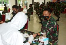 Pelaksanaan rapid test covid-19 kepada seluruh anggota Kodam bersama Balakdam dan Kodim 1701/Jayapura, di Aula Tonny A Rompis, Makodam XVII/Cenderawasih, Rabu (27/5/2020)