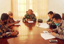 Kolonel Inf Izak Pangemanan bersama narasumber lain yang berada di Makorem 172/PWY Padang Bulan saat menggelar dialog interaktif di RRI Pro 1 Jayapura, Jumat (29/5/20) pagi