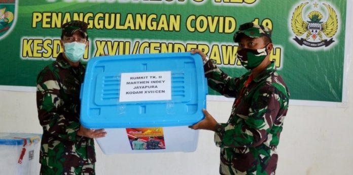Penyerahan bantuan dari Kasad ke pihak Rumkit TK II Marthin Indei pada Jum'at (29/05/2020)