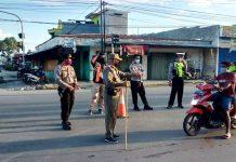 Pelanggar yang melanggar batas waktu aktifitas yang langsung dihimbau untuk pulang oleh Tim Gugus Tugas Kabupaten Jayapura
