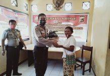 Penyaluran Bansos sembako Mabes Polri kepada warga di Kampung Nolokla Kabupaten Jayapura