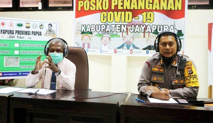 Kapolres Jayapura AKBP Dr. Victor D. Mackbon. SH, S.IK, MH, M.SI bersama Bupati Jayapura Matius Awoitauw, SE, M.SI. saat tampil sebagai narasumber pada program siaran dialog interaktif Polisi Menyapa di RRI Pro 1 Jayapura, Kamis (11/6/20) pagi
