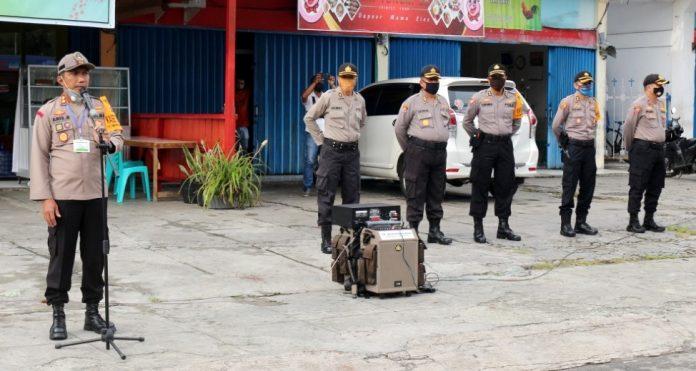 Kasat Ops Aman Nusa II Polda Papua, AKBP Aris Rusdiyanto, S.IK. M.Si. saat memimpin apel evaluasi kegiatan aman nusa 2 Tahap III di Taman Imbi Kota Jayapura, Senin (29/6/20)