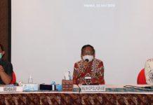Menko Polhukam, Prof. Moh. Mahfud MD (tengah) saat memberi arahan pada pertemuan silaturahmi di Ruang Tembaga Rimba Papua Hotel, Distrik Kwamki Narama, Kabupaten Mimika, Rabu (22/7/20)