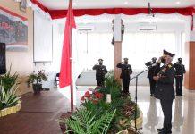 Kapolda Papua, Irjen Pol. Drs. Paulus Waterpauw saat memberi hormat kepada Presiden RI Joko Widodo selaku inspektur upacara Hari Bhayangkara Ke-74 yang digelar secara virtual, Rabu (1/7/20)