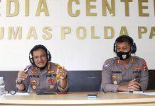 Dir Binmas Polda Papua Kombes Pol Gatot Aris Purbaya S.I.K didampingi Wadir Binmas Polda Papua saat menjadi narasumber pada Dialog Interaktif Polisi Menyapa dengan Tema Program Kampung Tangguh Papeda di Polda Papua, yang direlay melalui RRI Pro 1 Jayapura, Kamis (2/7/20)
