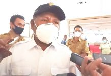 Bupati Jayapura, Mathius Awoitauw yang juga Ketua Gugus Tugas Percepatan Penanganan Covid-19 Kabupaten Jayapura