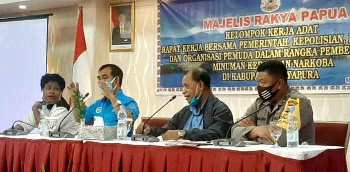 Sejumlah narasumber yang tampail pada dialog hearing bersama pemerintah, kepolisian, masyarakat dan organisasi pemuda dalam rangka pemberantasan minuman keras dan narkoba di Kabupaten Jayapura, Sentani (7/8/20)