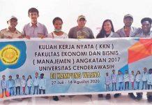 Caption : Foto bersama dengan masiswa KKN Fakultas Ekonomi dan Bisnis Uncen Angkatan 2017