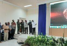 Bupati Jayapura, Mathius Awoitauw didampingi pejabat dan undangan saat melounching Sim Foi Distrik, Rabu (16/9/20)