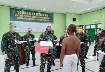 Caption : Pangdam XVII/Cenderawasih Mayjen TNI Herman Asaribab, saat memimpin Sidang Pantukhir seleksi Calon Prajurit Binta TNI-AD, Kamis (24/09/2020).