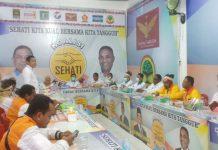 Caption : Sejumlah Pimpinan Partai pengusung pasangan Calon Bupati dan Wakil Bupati, Markum-Malen, saat menyatakan sikap politiknya di secretariat Koalisi Sehati, Arso II Kabupaten Keerom.