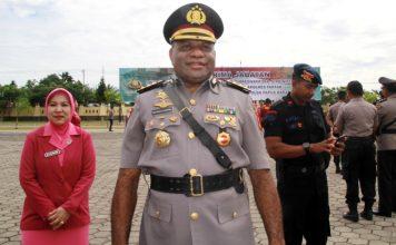 Matius D. Fakhiri yang mendapat kenaikan pangkat menjadi Brigjen Pol pada 20 Mei 2020 saat menjabat sebagai Wakapolda Papua Barat, yang mulai Hari Selasa 1 September 2020 menjabat sebagai Wakapolda Papua