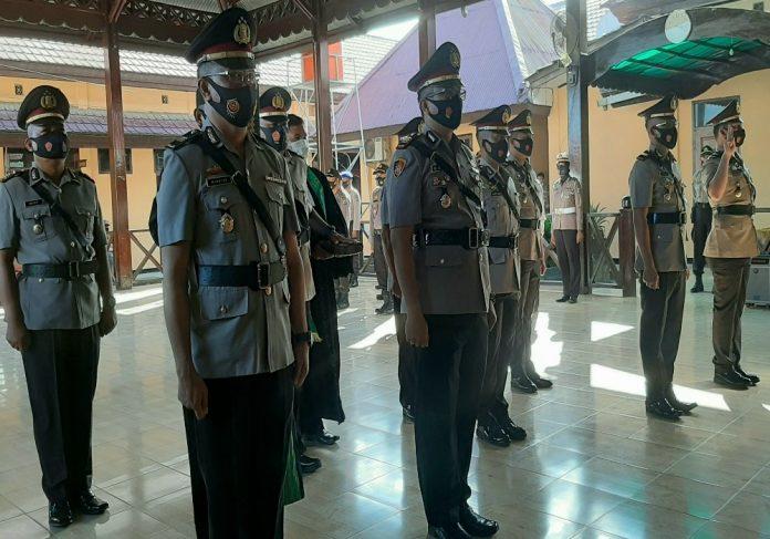 Para pejabat utama Polres Jayapura dan pejabat Kapolsek jajaran saat diambil sumpah jabatan