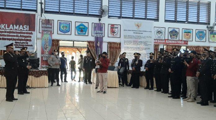 Wakapolda Papua, Brigjen Pol. Mathius D Fakhiri, SIK saat memberi arahan kepada personil Polri yang baru dilantik sebagai perwira di Aula Elsama Numberi SPN Polda Papua, Rabu (21/10/20)