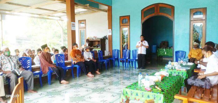 Caption : Calon Bupati nomor urut 01, Muh Markum saat menyampaikan sambutan dalam kampanye terbatas di Kampung Naramben, Arso 13 Distrik Skanto kabupaten Keerom, Selasa (06/10/2020)