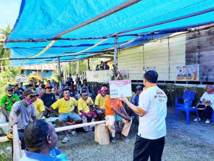 Caption : Calon Bupati Keerom MUH Markum saat melakukan pertemuan dengan masyarakat Kampung Amiyu, Distrik Arso Timur, Kab Keerom, Jumat (30/10/2020).