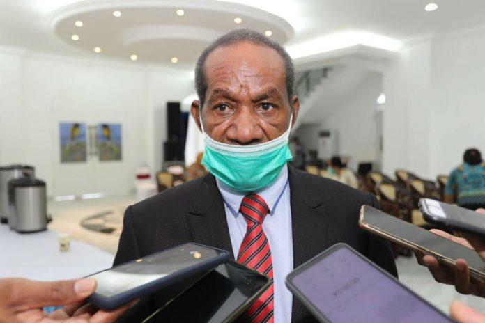 Kepala Badan Kepegawaian Daerah (BKD) Papua Nicolaus Wenda