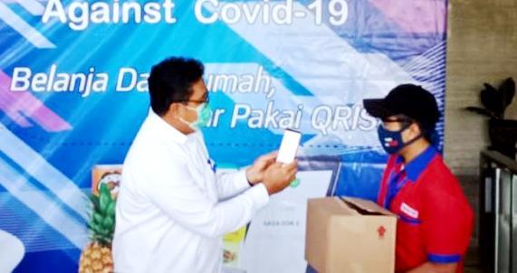 Kepala KPw BI Papua, Tigor Naek Sinaga saat memperkenalkan QRIS Against Covid-19