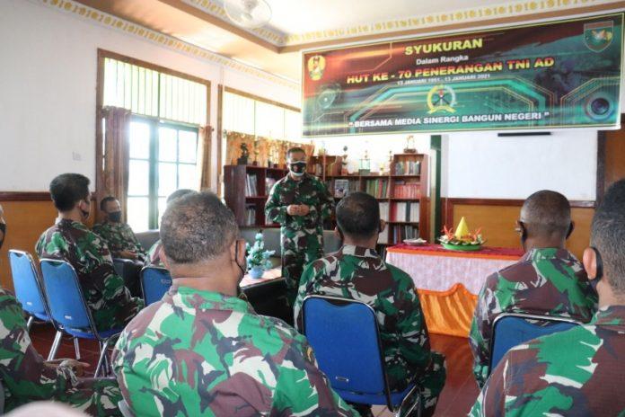Caption : Suasana acara syukuran Pendam XVII/Cenderawasih dalam perayaan HUT Penerangan TNI-AD ke 70, di Kantor Pendam XVII/Cenderawasih, Rabu (13/01/2021)