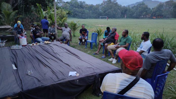 Caption: Suasana rapat perdana Panitia Turnamen Waena Cup di kediaman bapak Ishak Stevanus Puhili Sabtu, 30 Januari 2021.