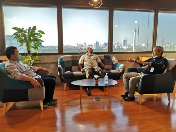 Pertemuan Kepala Dinas Kominfo Kabupaten Jayapura Gustaf Griapon, ST, dengan CEO Antara Digital Media, Darmadi di Kantor Berita Antara, Jalan Medan Merdeka, Jakarta Pusat, Selasa (20/4/2021)
